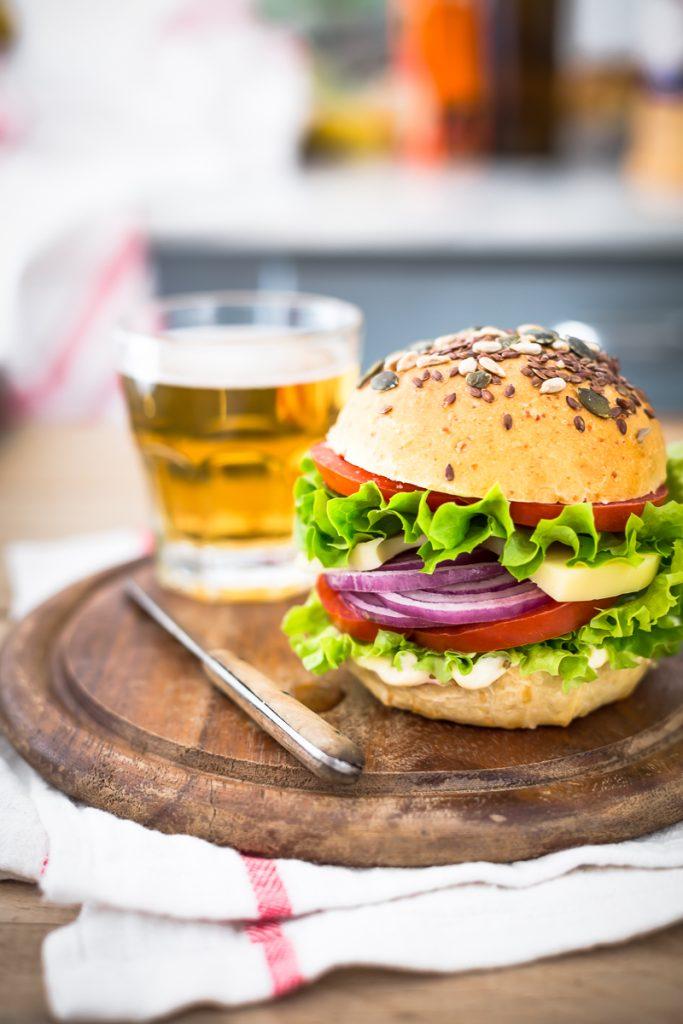 Ricetta Burger buns (panini per hamburger), Panini per hamburger fatti in casa, Panini al formaggio, Come fare panini per hamburger, pane per hamburger, pane al formaggio, ricetta panini, pane con lievito madre, panini burger, Cheese Burger Buns Recipe, burger buns recipe, burger buns, cheese burger buns, burger bun
