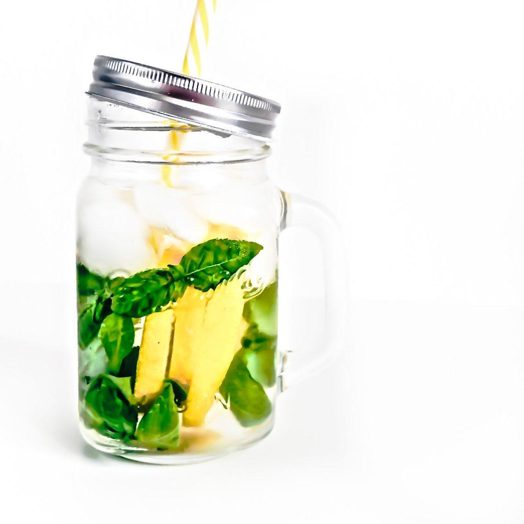 acqua aromatizzata - acqua aromatizzata limone e basilico - acqua aromatizzata alla frutta - fruit infused water - fruit water - aromatic water - opsd