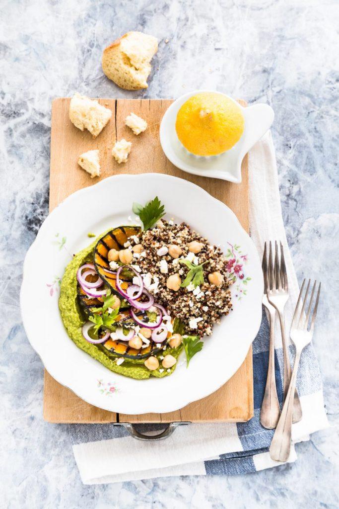 Insalata di quinoa con hummus di rucola e zucca, ricetta insalata di quinoa, ricetta hummus di rucola, Quinoa salad with pumpkin and arugula hummus, Quinoa salad recipe, Arugula hummus recipe, How to make arugula hummus
