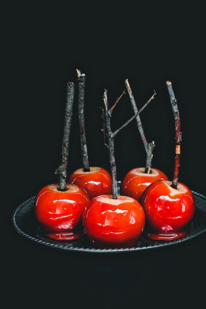 mele caramellate - mele stregate - mele stregate caramellate - candied apples - red candy apples - toffee apples - red toffee apples - Halloween apples - halloween recipe