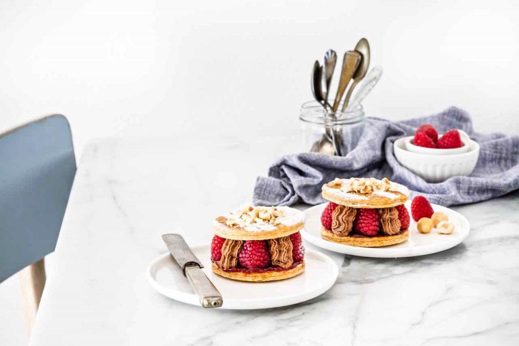 Ricetta millefoglie ai lamponi e cioccolato, Millefoglie ai lamponi e cioccolato, Raspberry and hazelnut chocolate mousse mille feuille recipe, Raspberries and chocolate mousse mille feuille, chocolate and raspberry mille feuille