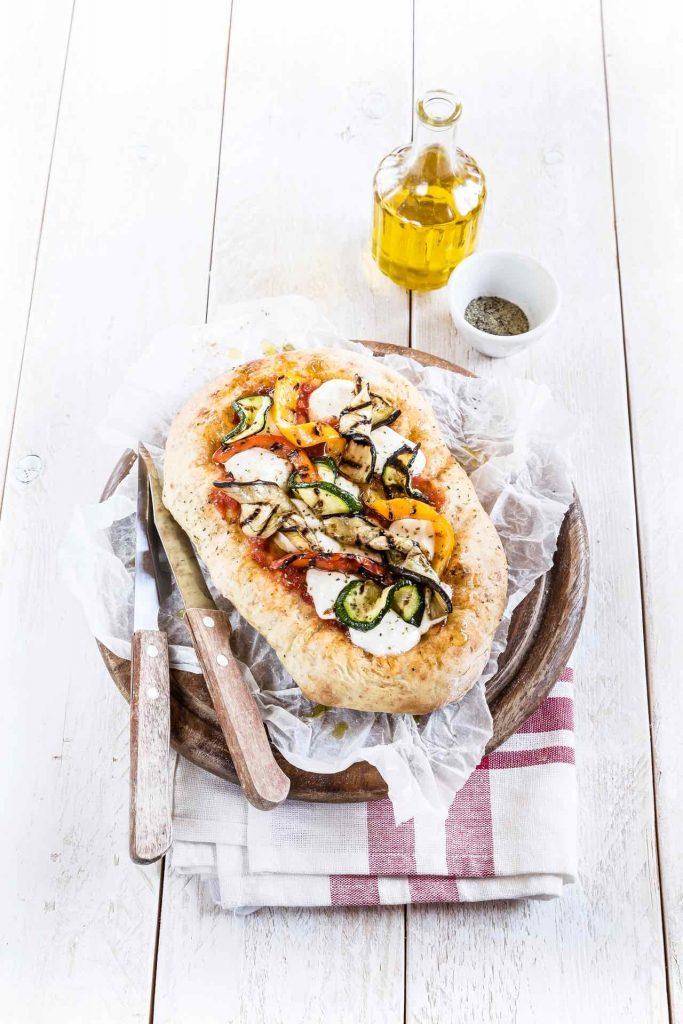 Pizza integrale con stracchino e verdure grigliate, Ricetta con Stracchino, Alimentazione sana, Whole wheat pizza with stracchino and grilled vegetable