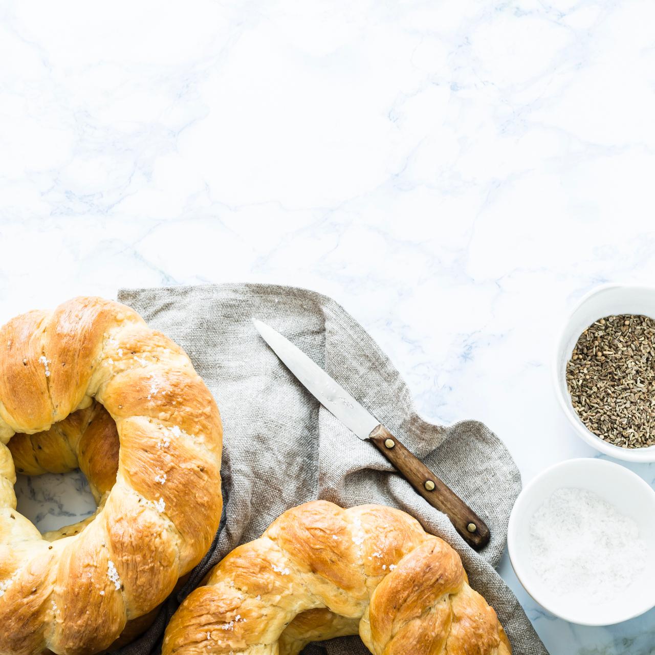 Trecce di pane ai semi di anice - Aniseed bread