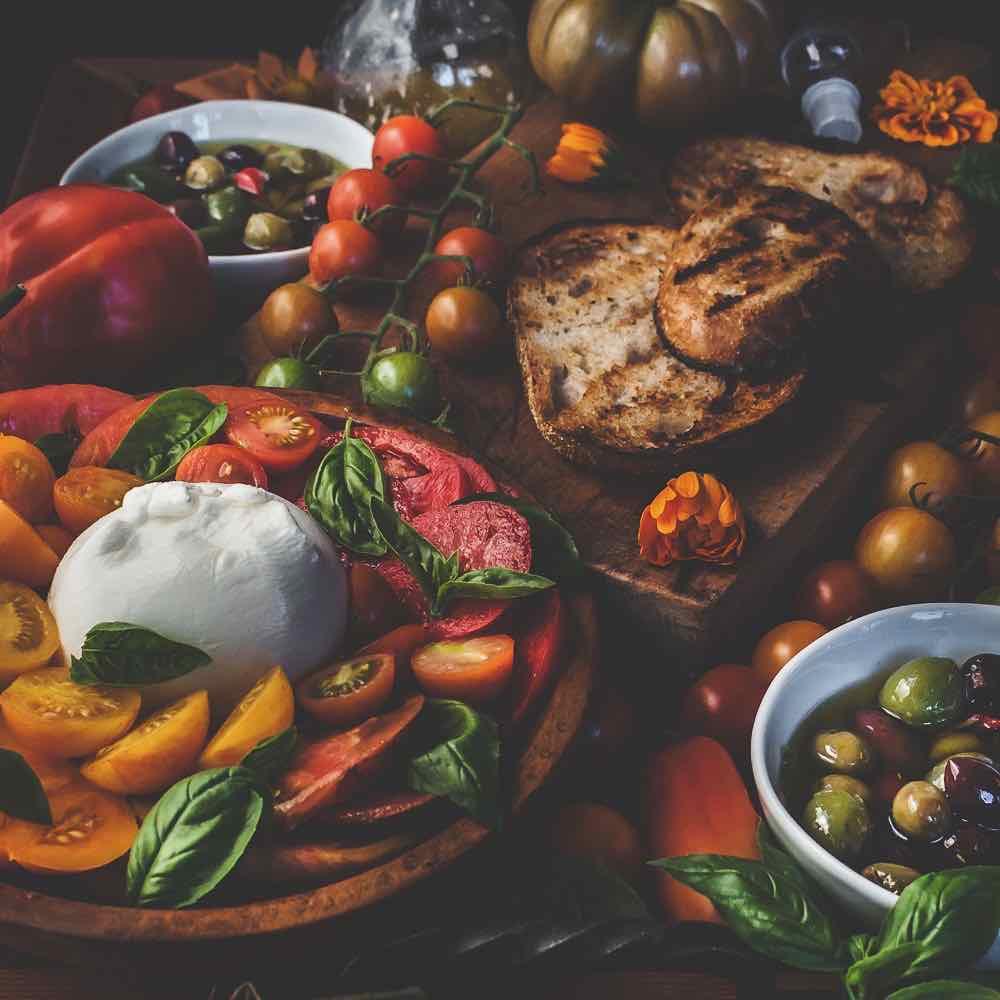 heirloom-tomato-burrata-salad-olives