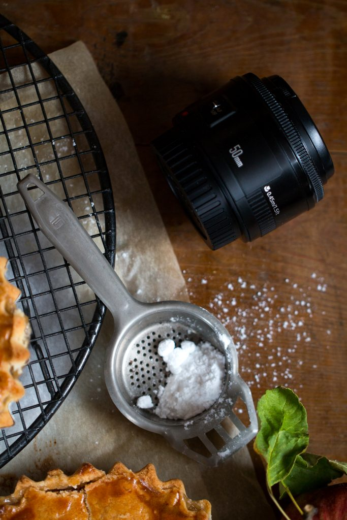 behind the scenes - dietro le quinte - dietro le quinte dei food blog - food photography tutorial - food blog - food blogger - food photography - food styling - guest post - Every cake you bake - OPSD blog