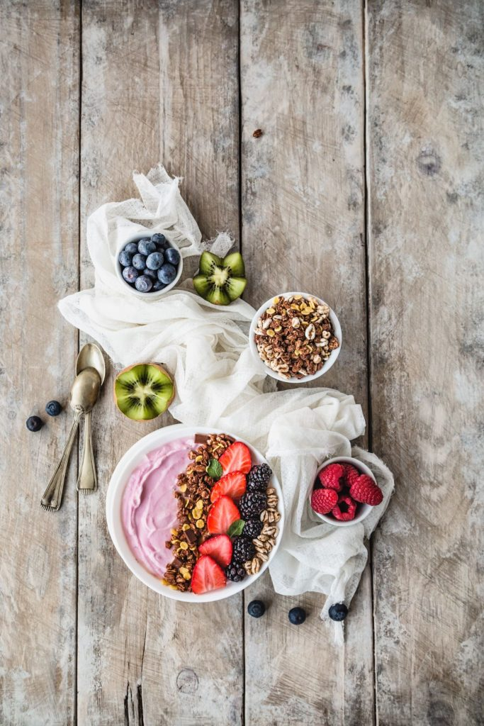 SMOOTHIE AI FRUTTI ROSSI E MIRTILLI - RED FRUIT SMOOTHIE BOWLS - BLUEBERRY SMOOTHIE BOWLS - FOOD PHOTOGRAPHY - FOOD STYLING