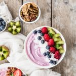 SMOOTHIE AI FRUTTI ROSSI E MIRTILLI - RED FRUIT SMOOTHIE BOWLS - BLUEBERRY SMOOTHIE BOWLS - FOOD PHOTOGRAPHY - FOOD STYLING - SONIA MONAGHEDDU - OPSD BLOG