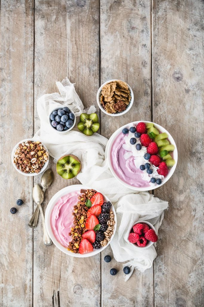 SMOOTHIE AI FRUTTI DI BOSCO - RED FRUIT SMOOTHIE BOWLS - BLUEBERRY SMOOTHIE BOWLS - FOOD PHOTOGRAPHY - FOOD STYLING