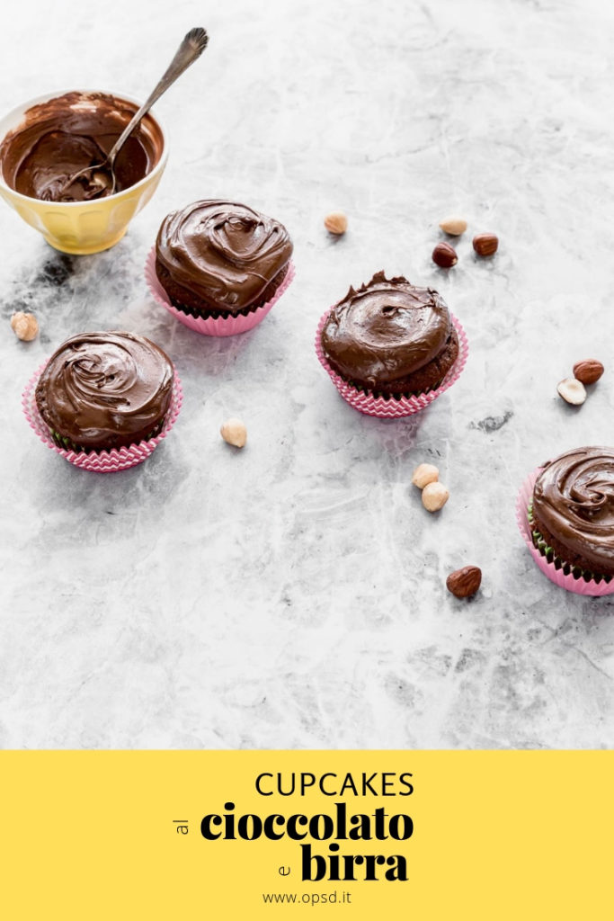 Come fare i cupcakes al cioccolato e birra Guinness, Cupcake al cioccolato ricetta, Cupcakes alla birra Guinness, ricetta cupcakes al cioccolato e birra, Chocolate stout cupcakes recipe, Chocolate cupcake recipe, Chocolate cupcake