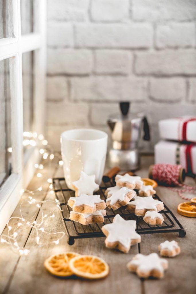 Zimtsterne, biscotti di natale alla cannella, Ricetta biscotti di natale alla cannella, Zimtsterne, German Swiss Cinnamon Star Cookies, cinnamon star cookies recipe