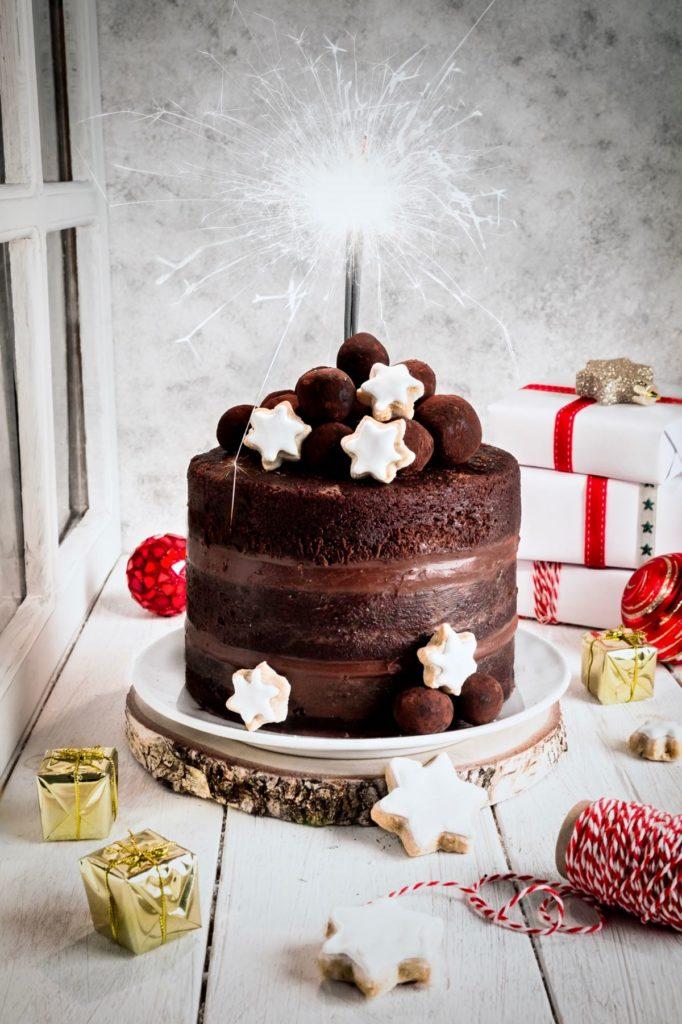 naked cake al cioccolato, torta al cioccolato, dolci per capodanno, dolci per le feste, tartufi al cioccolato, torta alla Nutella, torta alla crema di Nocciole, chocolate naked cake, Nutella naked cake, chocolate hazelnut cream naked cake, chocolate truffle, christmas cake recipe, New year's cake