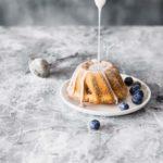 Mini bundt cakes tortine ai mirtilli con glassa all'arancia, Mini blueberry bundt cakes with orange glaze topping